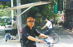 电动自行车装上防晒板