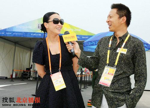 刘嘉玲应搜狐公司董事局主席兼首席执行官张朝阳先生之约,参观奥运村