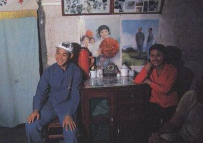 中华英雄]珍贵幕后照片一张!    李连杰与其成名之作《少林寺》