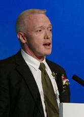 剑桥大学考试委员会评估和运行部、雅思课题经理Rod Boroughs
