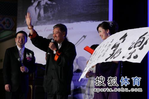 赵本山送祝福气氛达高潮