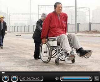 2米16曾与姚明同训 医疗事故导致天才流落街头